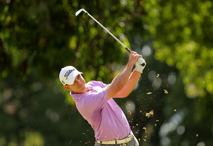 De Jager leads Zim Open by two