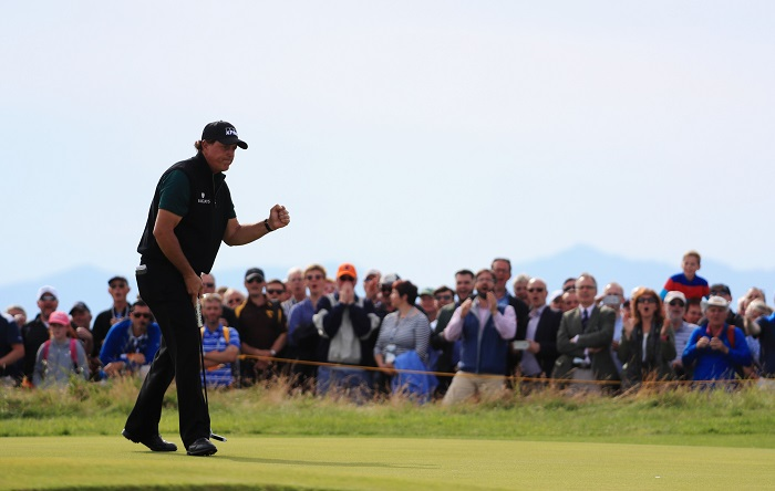 Mickelson soars into the lead