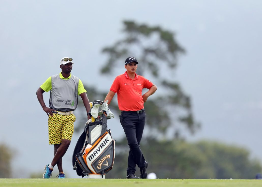 Bezuidenhout leads by two, Coetzee in the hunt
