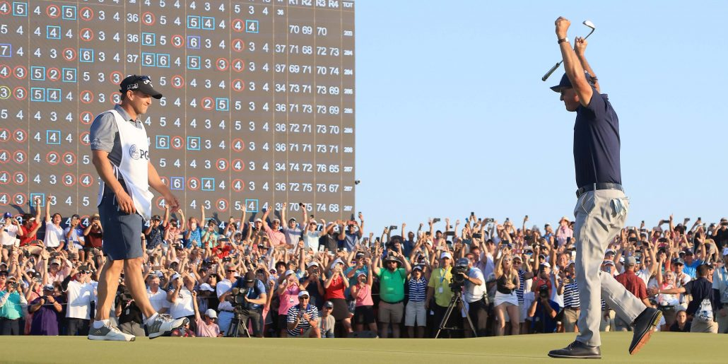 Golfing world reacts to Mickelson's historic win