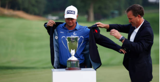 English wins eight-hole playoff to take PGA Travelers title